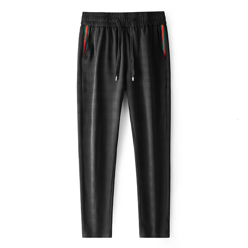 男款冰丝速干裤,采用速干弹力面料,轻薄透气,冰爽亲肤,弹力舒适,运动无束缚!黑色 79677